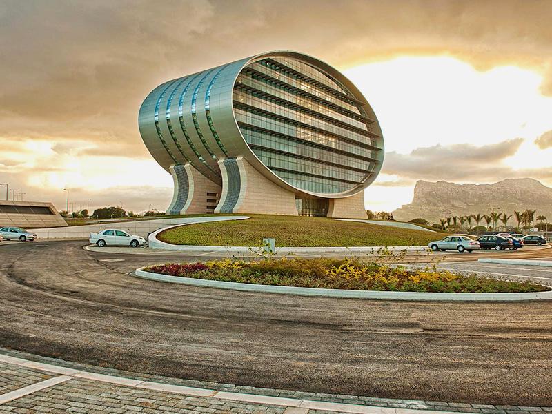 بررسی معماری و طراحی بانک تجاری موریس